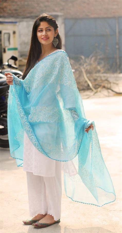 outfit ideas  holi fashion  india threads