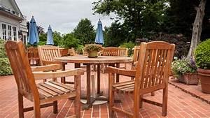Möbel Aus Tropenholz : teak gartenm bel reinigen so wird 39 s gemacht ~ Markanthonyermac.com Haus und Dekorationen