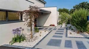 awesome jardin maison contemporaine ideas amazing house With eclairage exterieur maison contemporaine 10 piscine et amenagement carquefou contemporain terrasse