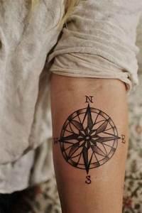 Tatouage Homme Petit : 1001 id es tatouage sur l 39 avant bras tel une carte de ~ Carolinahurricanesstore.com Idées de Décoration