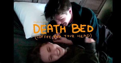 Популярные сегодня тексты и переводы песен Death Bed (Coffee for Your Head) - Powfu ft Beabadoobee (German Lyrics) Deutsche Übersetzungen ...
