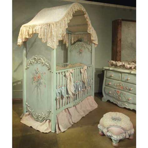chambre bébé original le ciel de lit bébé protège le bébé en décorant sa chambre