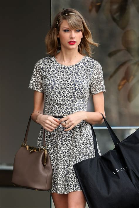 TAYLOR SWIFT in Short Dress Out in New York – HawtCelebs