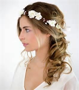 coiffure de mariage photo coiffures mariage cheveux mi longs couronne de fleurs