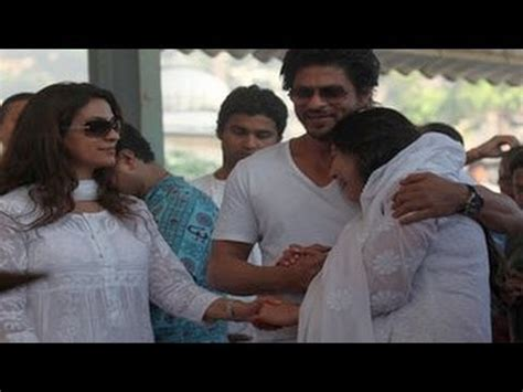 actress kalpana brother juhi chawla s brother bobby chawla s funeral youtube