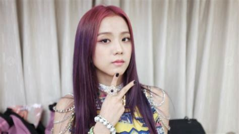 cute black pinks jisoo hairdo