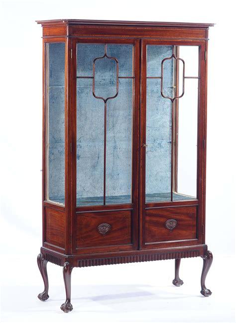 aste mobili antiquariato vetrinetta in stile inglese antiquariato e dipinti