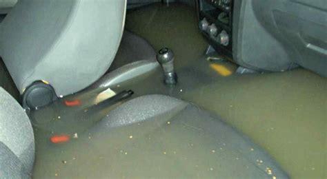 tormentas fuertes  hacer  se moja tu auto