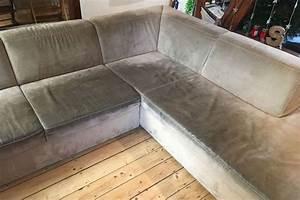 Couch Flecken Entfernen : microfaser sofa professionell reinigen ~ Markanthonyermac.com Haus und Dekorationen