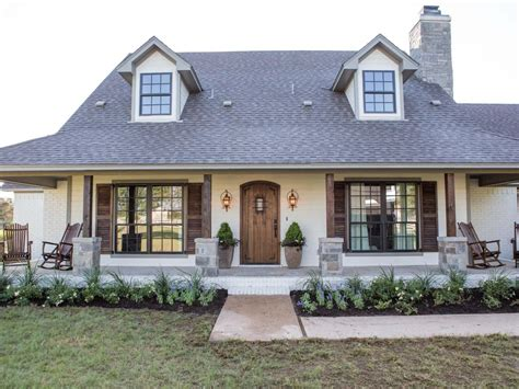 fixer upper fan farmhouse obsessed read these 10 tips on