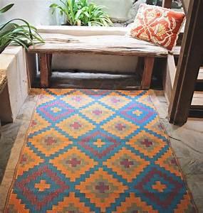 outdoor teppiche fur balkon und garten ratgeber haus With balkon teppich mit tapete steinwand