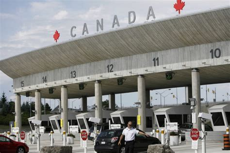 bureau service canada secret deal between canada s spies and border guards
