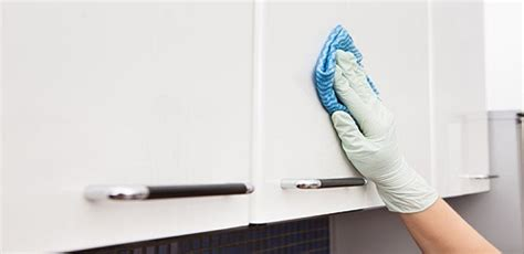 cleaning kitchen cabinets with vinegar and baking soda