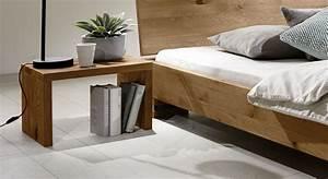 Bett Mit Nachttisch : rustikales futonbett aus massiver wildeiche sillaro ~ Frokenaadalensverden.com Haus und Dekorationen
