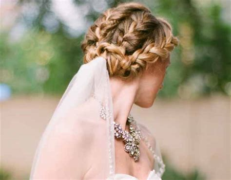 Wedding Hairstyles With Veil : 10 Fabulous Updo Hairstyles With Bridal Veil