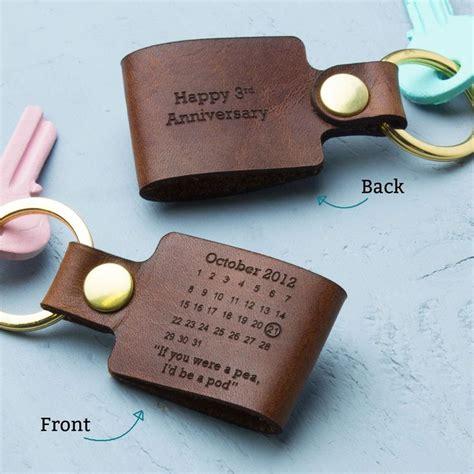 wedding anniversary gifts best 25 leather keyring ideas on pinterest leather tassel diy leather keyring and tassle