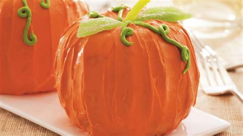 mini pumpkin spice cakes recipe  betty crocker