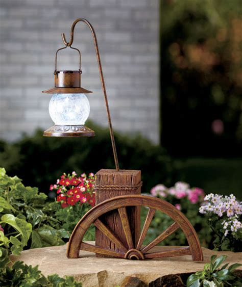 solar power lighted wagon wheel light western ranch