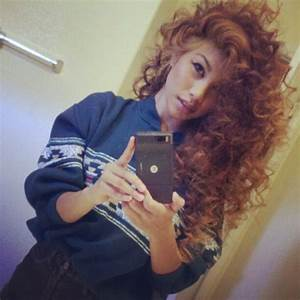 curly hair of girls | via Tumblr - image #1120814 by ...