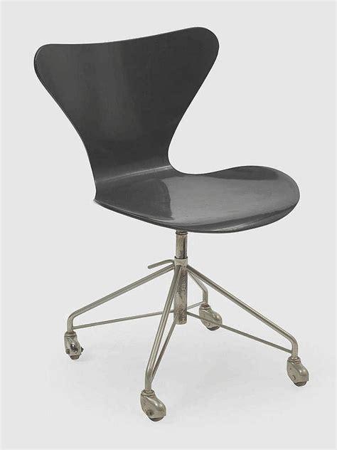 chaise bureau roulettes arne jacobsen 1902 1971 chaise de bureau pivotante sur rou