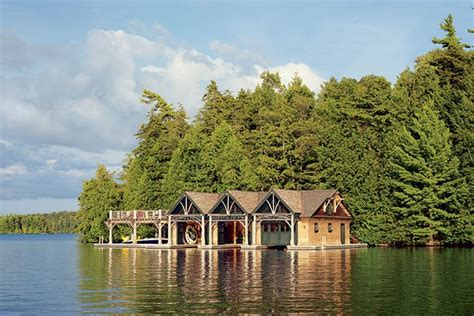 waterfront homes  lakeside living