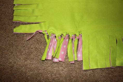 No Sew Fleece Tie Blanket Tutorial