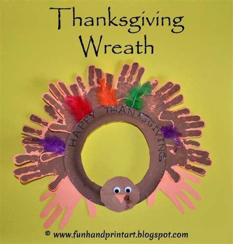 handprint turkey thanksgiving wreath paper plate craft