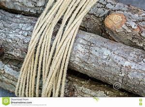 Une Corde De Bois : le paquet de bois de chauffage a attach une corde l ~ Melissatoandfro.com Idées de Décoration