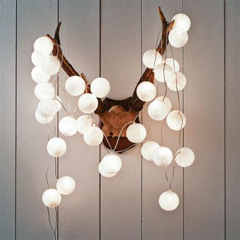 guirlande lumineuse chambre gar n beaucoup d 39 idées déco avec la guirlande lumineuse boule