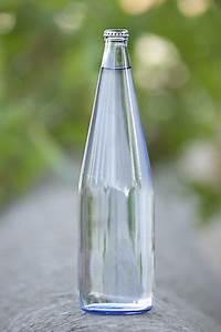Bouteille De Verre : eau min rale la bouteille en verre ~ Teatrodelosmanantiales.com Idées de Décoration