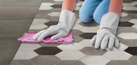 fughe piastrelle pulizia come pulire le fughe delle piastrelle di ceramica ragno