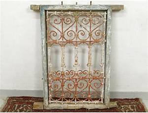 Grille Fenetre Fer Forgé : grille fen tre marocaine fer forg bois peint maroc ~ Dailycaller-alerts.com Idées de Décoration
