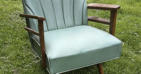 spray painting a vinyl chair hometalk