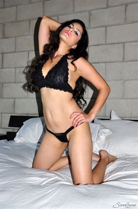 Sex Icon Sunny Leone Naked Porn Pics