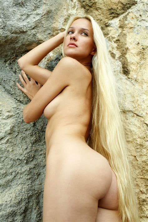 Naked Longhaired Blonde Posing On The Rocks Near Sea Chipbang