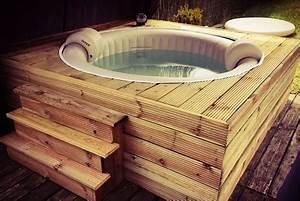 Fabriquer Un Jacuzzi : 10 id es d 39 habillage pour votre spa gonflable ~ Melissatoandfro.com Idées de Décoration