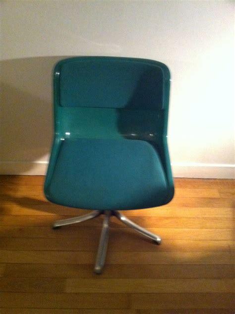 chaise verte chaise tecno verte mobilier 3615 design