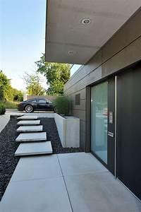 Treppe Hauseingang Bilder : hauseingang mit schwebender treppe ~ Markanthonyermac.com Haus und Dekorationen