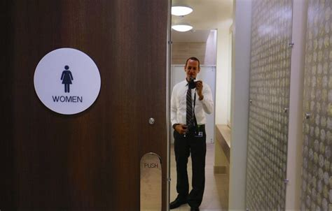 Genderneutral Bathrooms Aren't Complete 'safezones