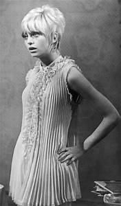Retro Threadz Vintage: Goldie Hawn - MOD Monday