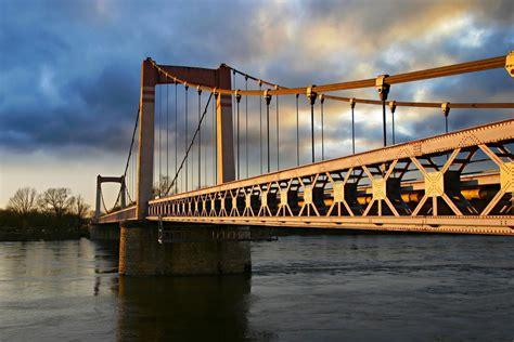 pont de cosne sur loire un petit golden gate bridge photo et image nature ciel nuages