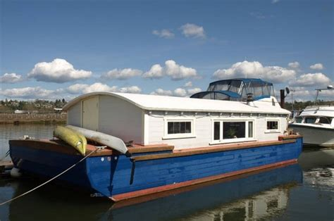 Boat House For Sale Seattle by Tiny Houseboat Hotel In Seattle Wa