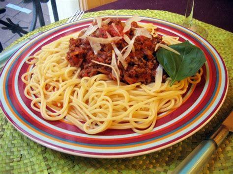 recette hervé cuisine recette de spaghettis sauce bolognaise la recette facile