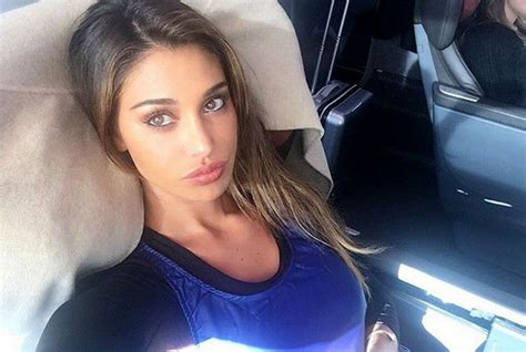 Belen rodriguez cambia look si mostra in una veste nuova ai suoi tanti follower sparsi per il web. Belén, la espectacular modelo argentina que enamoró a ...