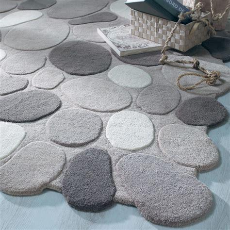 tapis de bain galet tapis galet gris maisons du monde
