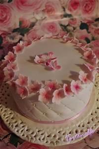 Kleine Torten 20 Cm : tortenelfes blog backe backe kuchen kleine bl tentorte zum geburtstag mit kleiner ~ Markanthonyermac.com Haus und Dekorationen