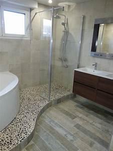beautiful deco petite salle de bain avec baignoire dangle With baignoire petite salle de bain