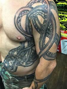 51 Kraken Attractive Shoulder Tattoos