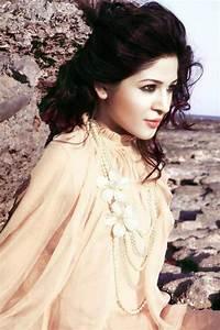 Skd: Ayesha Omer