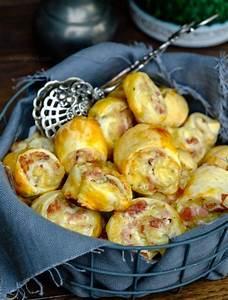 Schnelles Abendessen Für Gäste : schnelles party rezept bl tterteigschnecken mit schinken salami und k se ~ Markanthonyermac.com Haus und Dekorationen